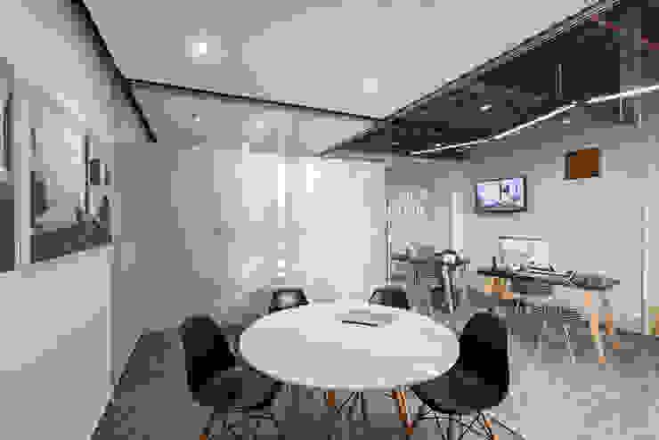 Showroom Punta Cascatta - Sala de Juntas de MX Taller de Arquitectura & Diseño Moderno Vidrio