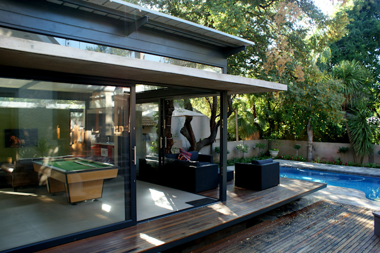 Playroom / poolroom addition to existing house, Bloemfontein, Free State Modern pool by Sm!t Architects Modern