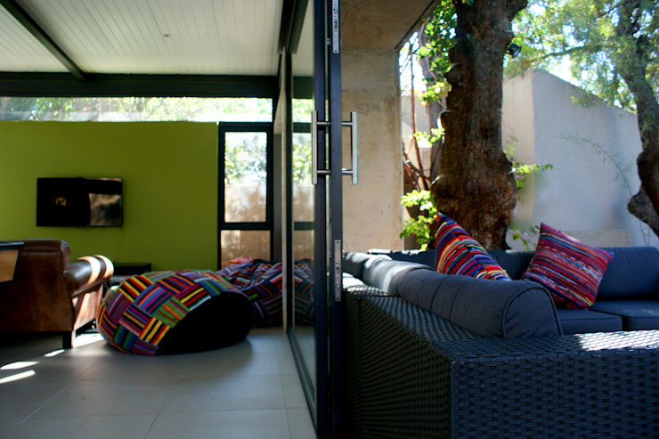 Playroom addition to existing house, Bloemfontein, Free State Modern pool by Sm!t Architects Modern