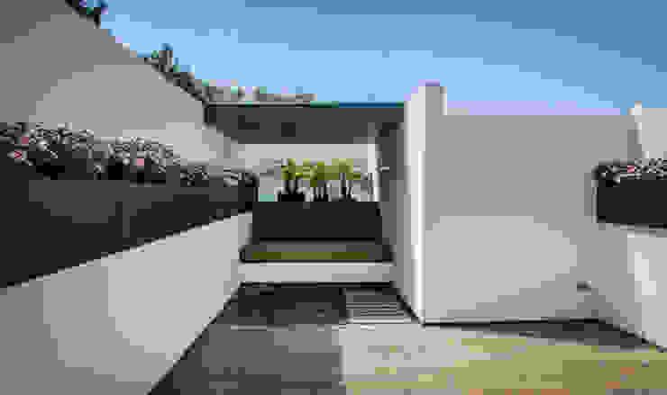 CASA AGR Balcones y terrazas modernos de homify Moderno