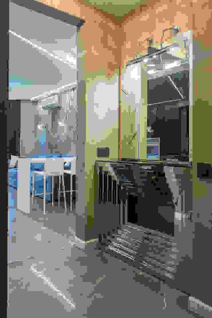 Couloir, entrée, escaliers minimalistes par Bellarte interior studio Minimaliste