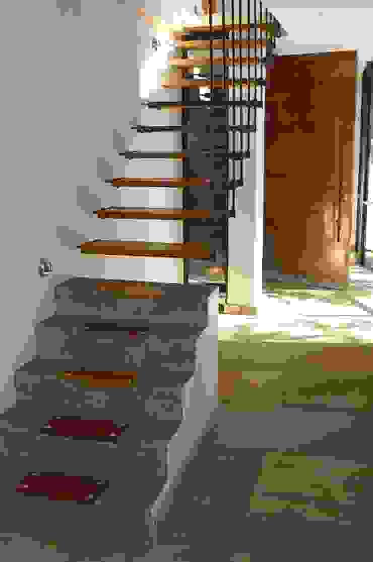 Boshuis, Free State, Bloemfontein Minimalist corridor, hallway & stairs by Sm!t Architects Minimalist