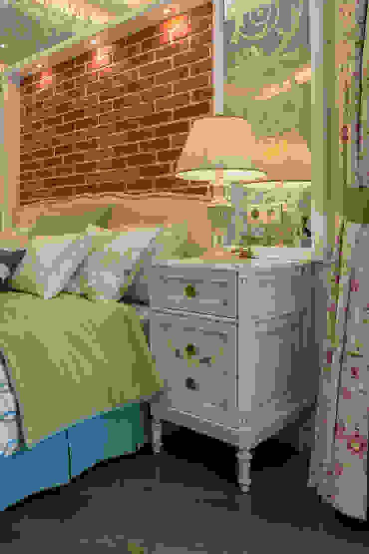 Bellarte interior studio Classic style bedroom White