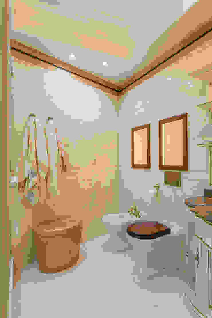 Bellarte interior studio Classic style bathroom Beige