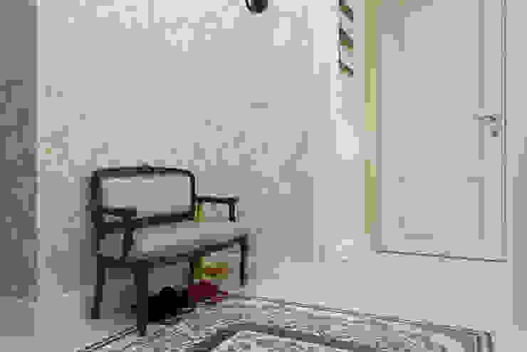 Bellarte interior studio Classic style corridor, hallway and stairs White