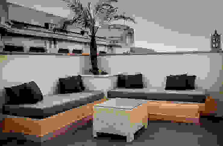 Balcone, Veranda & Terrazza in stile mediterraneo di SENZA ESPACIOS Mediterraneo