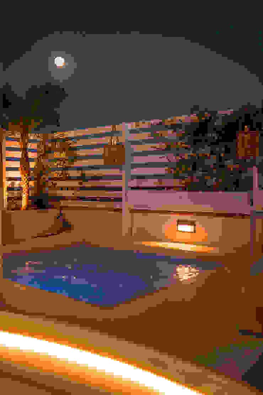 Piscinas de estilo mediterráneo de SENZA ESPACIOS Mediterráneo