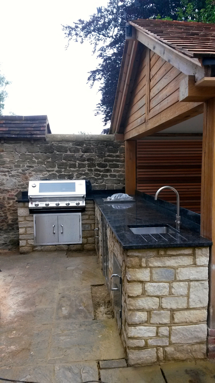 side view of kitchen from terrace Modern garden by wood-fired oven Modern