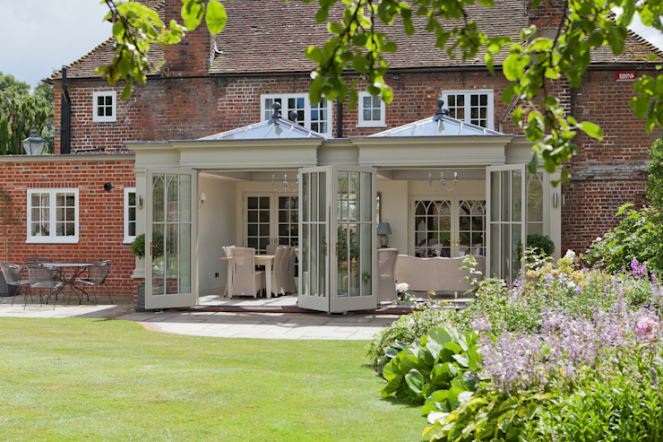 Orangery with Gothic Detailing Vale Garden Houses Classic style conservatory Wood Beige