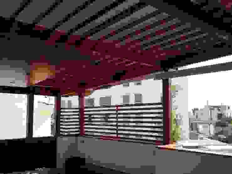 Balcones y terrazas modernos de Arkimel Moderno