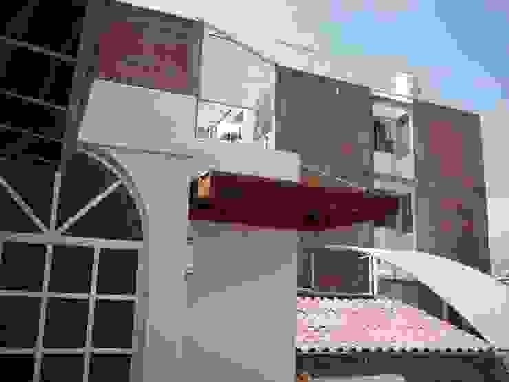 Balcones y terrazas de estilo moderno de Arkimel Moderno