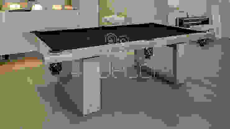 Mesa de Snooker revestida a Microcimento Salas de estar modernas por 4Udecor Microcimento Moderno