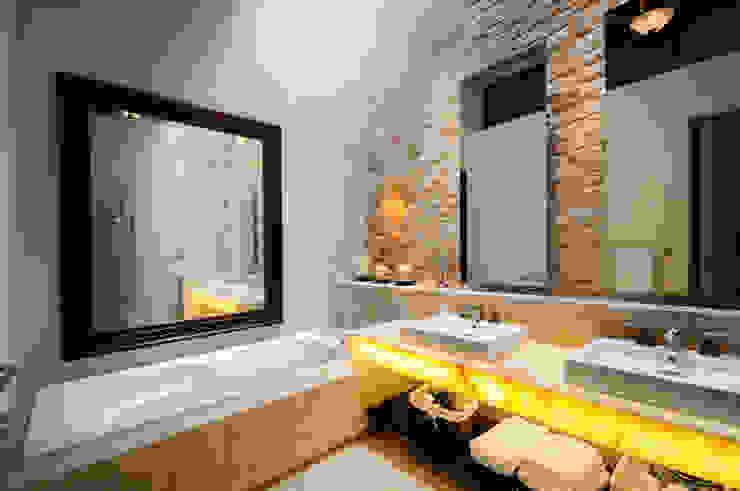 Bathroom by Ancona + Ancona Arquitectos,