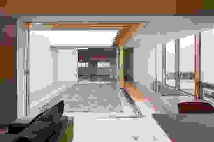 Modern Garden by 有限会社ミサオケンチクラボ Modern Wood Wood effect