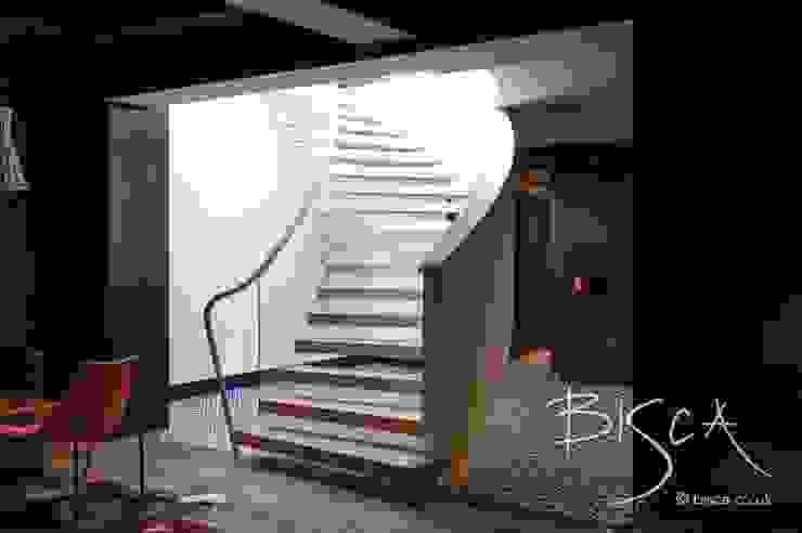 Basement Staircase Design by Bisca Salas multimedia eclécticas de Bisca Staircases Ecléctico