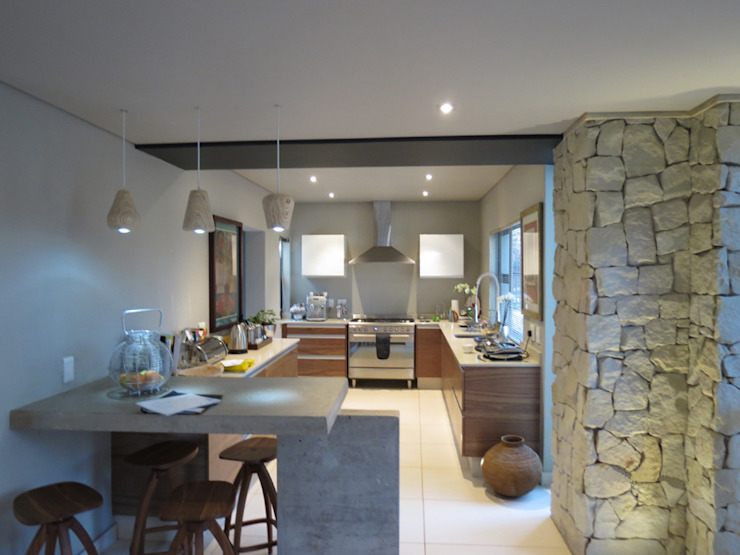 Alterations to existing residence-Bedfordview:  Kitchen by Spiro Couyadis Architects, Modern