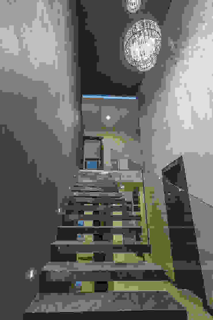 2M Arquitectura 現代風玄關、走廊與階梯