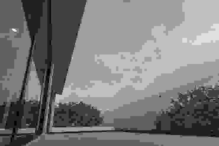 Modern balcony, veranda & terrace by 2M Arquitectura Modern