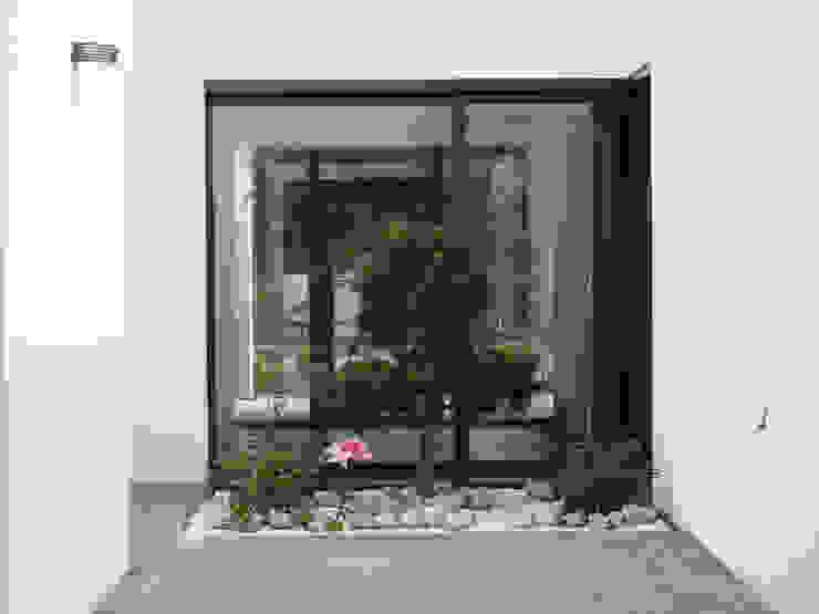 Balkon, Beranda & Teras Minimalis Oleh Projekt Kolektyw Sp. z o.o. Minimalis