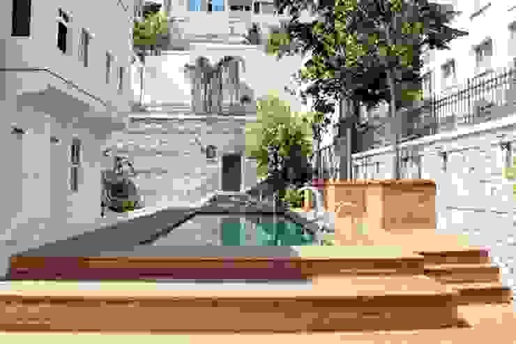 Yalı Bahçesinde Havuz Klasik Havuz Öztek Mimarlık Restorasyon İnşaat Mühendislik Klasik Ahşap Ahşap rengi