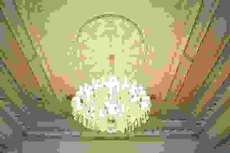 El Yapımı Kalemişi Ahşap Tavan ve Kristal Avize Klasik Oturma Odası Öztek Mimarlık Restorasyon İnşaat Mühendislik Klasik Ahşap Ahşap rengi