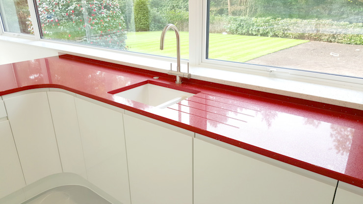 PWS Remo Handleless White Gloss Kitchen with Silestone Eros Stellar Worktop:  Kitchen by Meridien Interiors Ltd,