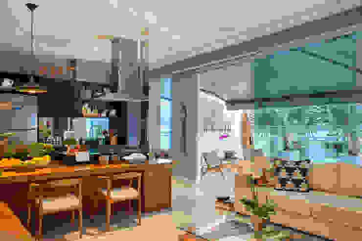Кухни в . Автор – Angela Medrado Arquitetura + Design, Модерн Дерево Эффект древесины