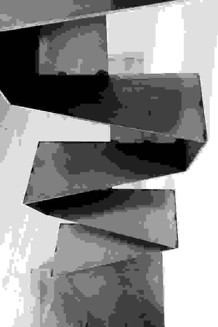 stefania eugeni Industrial style living room Aluminium/Zinc Grey