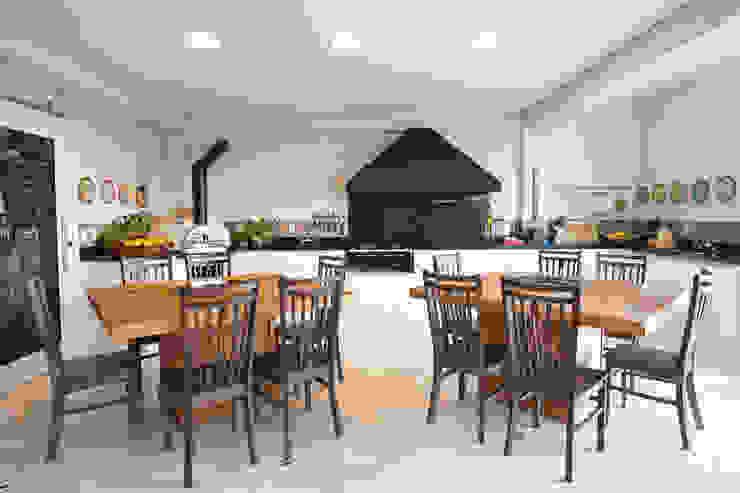 Espaço Gourmet Varandas, alpendres e terraços campestres por IDALIA DAUDT Arquitetura e Design de Interiores Campestre