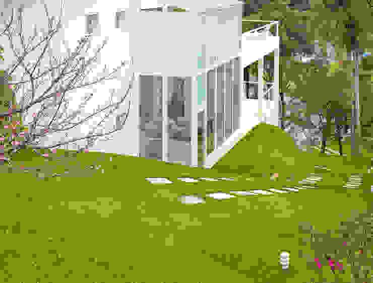 Fachada estrutura metálica: Casas  por IDALIA DAUDT Arquitetura e Design de Interiores