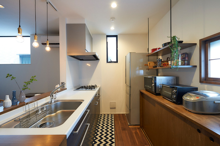 現代廚房設計點子、靈感&圖片 根據 株式会社スタジオ・チッタ Studio Citta 現代風