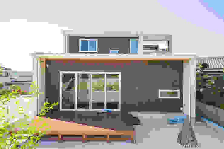 Casas de estilo moderno de ナイトウタカシ建築設計事務所 Moderno Madera Acabado en madera