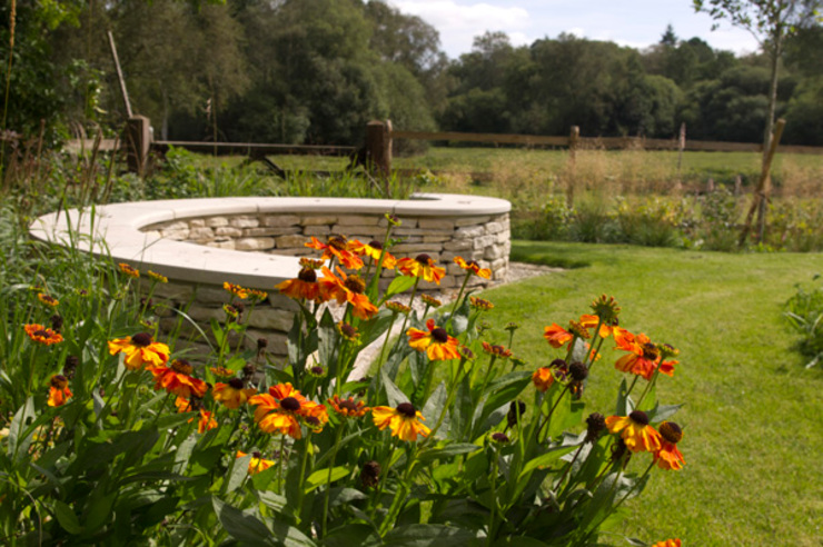 Contemporary Country Garden in The New Forest. Jardines rurales de Elks-Smith Landscape and Garden Design Rural