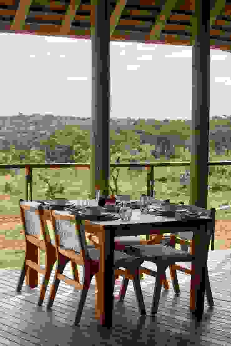 Mhondoro, een Lodge in Zuid-Afrika Moderne balkons, veranda's en terrassen van All-In Living Modern
