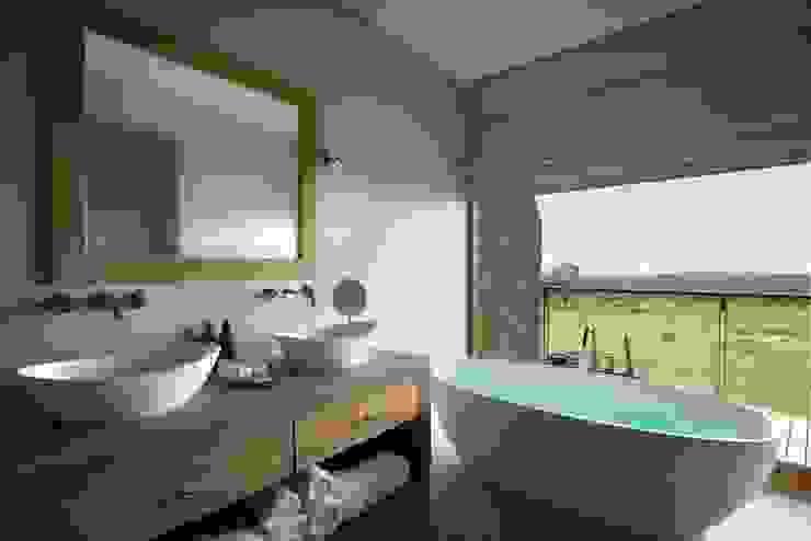 Mhondoro, een Lodge in Zuid-Afrika Moderne badkamers van All-In Living Modern