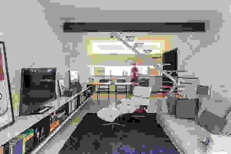 Livings modernos: Ideas, imágenes y decoración de ivan ventura arquitetura Moderno Ladrillos