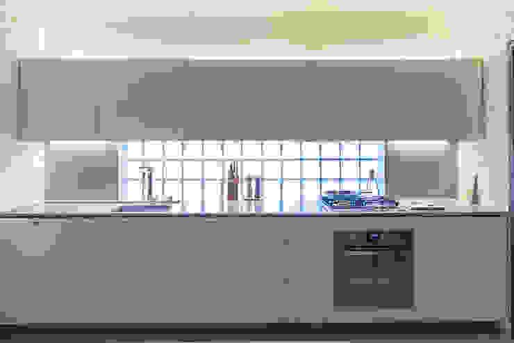Cocinas modernas: Ideas, imágenes y decoración de ivan ventura arquitetura Moderno Tablero DM