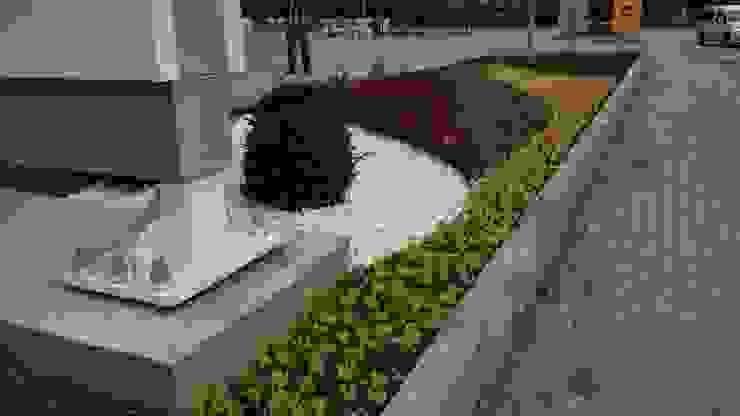 SHELL BENZİN İSTASYONU Peyzaj Proje ve Uygulaması Modern Bahçe konseptDE Peyzaj Fidancılık Tic. Ltd. Şti. Modern