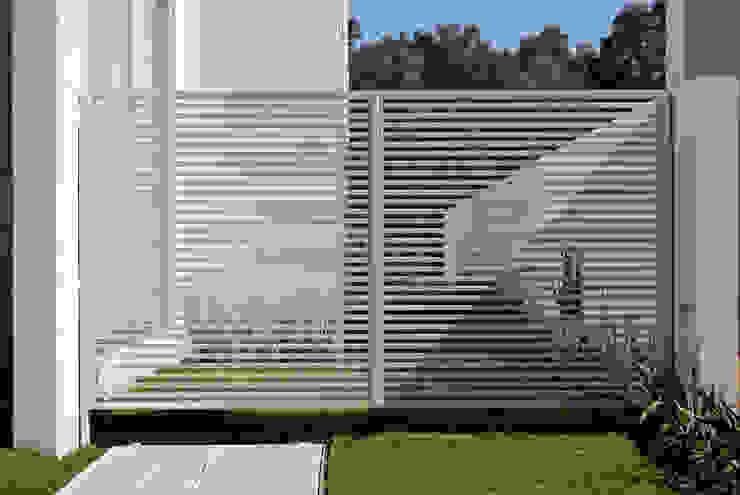 Fotografía: Mito covarrubias Puertas y ventanas de estilo moderno de Agraz Arquitectos S.C. Moderno