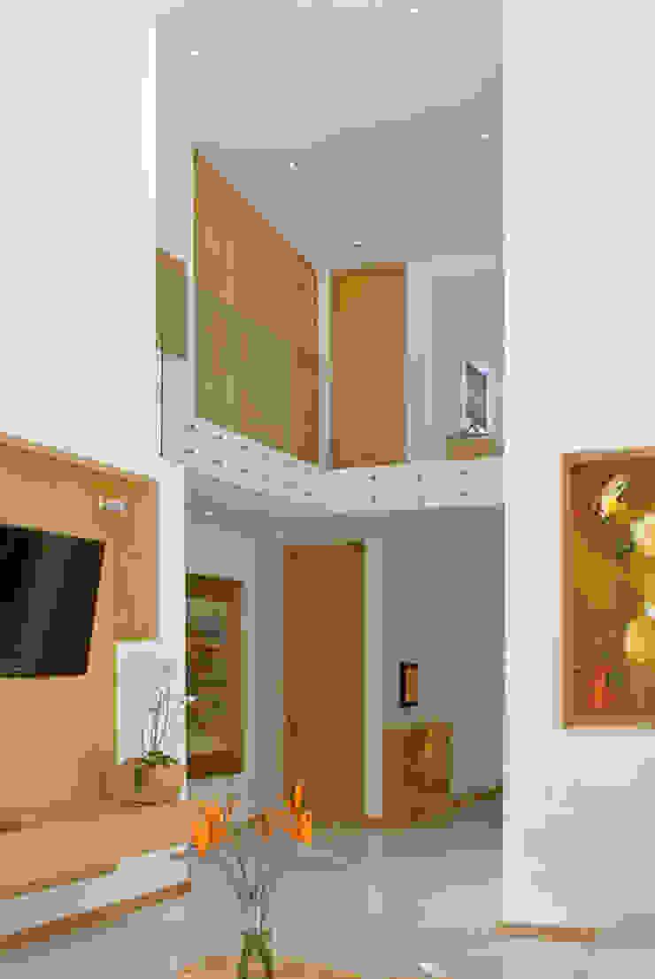 Fotografía: Mito covarrubias Pasillos, vestíbulos y escaleras modernos de Agraz Arquitectos S.C. Moderno