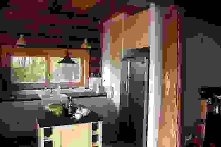 Organica Design & Build Cocinas de estilo moderno Madera Marrón