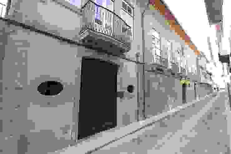 Reabilitação do Património Arquitectónico - Casa dos Araújo e Abreu - Centro Histórico de Guimarães Casas minimalistas por Atelier fernando alves arquitecto l.da Minimalista