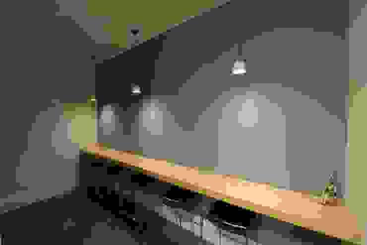 Reabilitação do Património Arquitectónico – Casa dos Araújo e Abreu – Centro Histórico de Guimarães Escritórios modernos por Atelier fernando alves arquitecto l.da Moderno