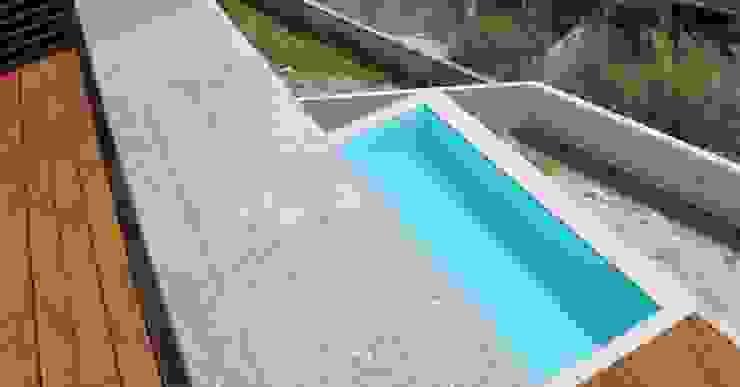 Moradia Unifamiliar Paredes e pisos modernos por Atelier fernando alves arquitecto l.da Moderno