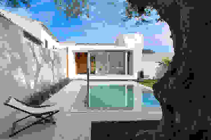 Piscinas  por Joan Miquel Segui Arquitecte,