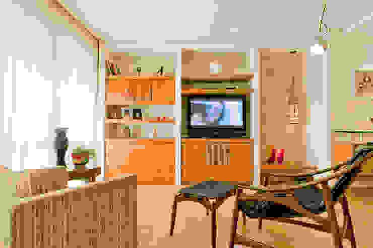 Sala de Estar Enzo Sobocinski Arquitetura & Interiores Salas de estar modernas Madeira Efeito de madeira