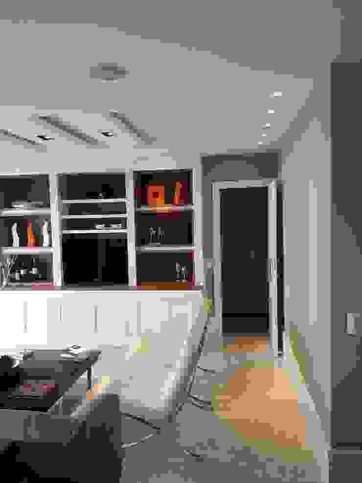 Classic style living room by Lucio Nocito Arquitetura e Design de Interiores Classic Wood Wood effect