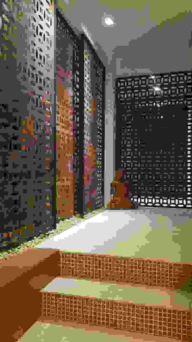 Asian style corridor, hallway & stairs by Lucio Nocito Arquitetura e Design de Interiores Asian Iron/Steel