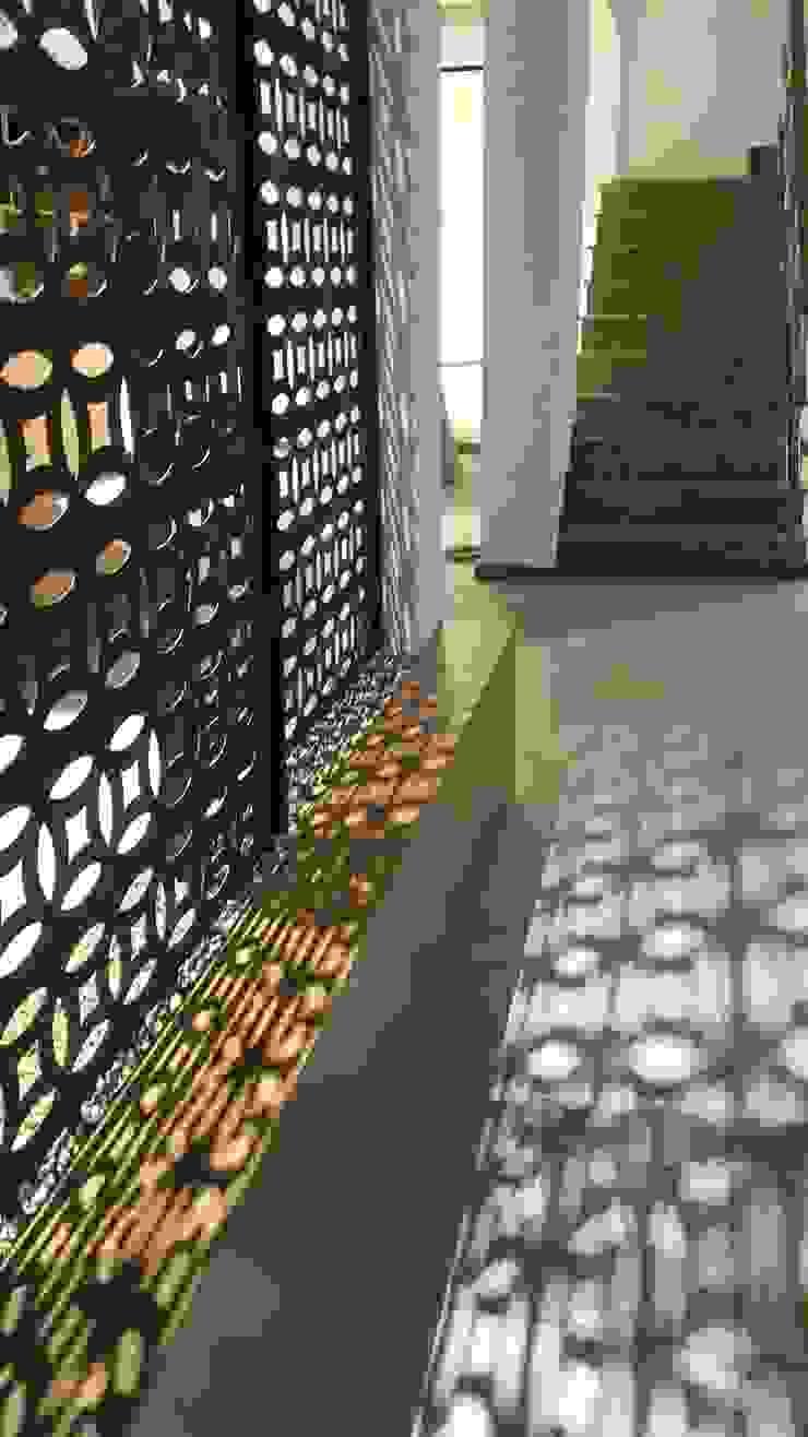 Mediterranean style walls & floors by Lucio Nocito Arquitetura e Design de Interiores Mediterranean Iron/Steel