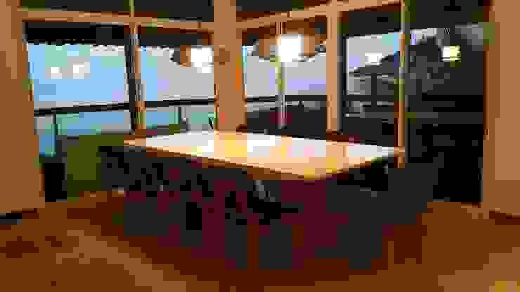 Minimalist dining room by Lucio Nocito Arquitetura e Design de Interiores Minimalist Engineered Wood Transparent